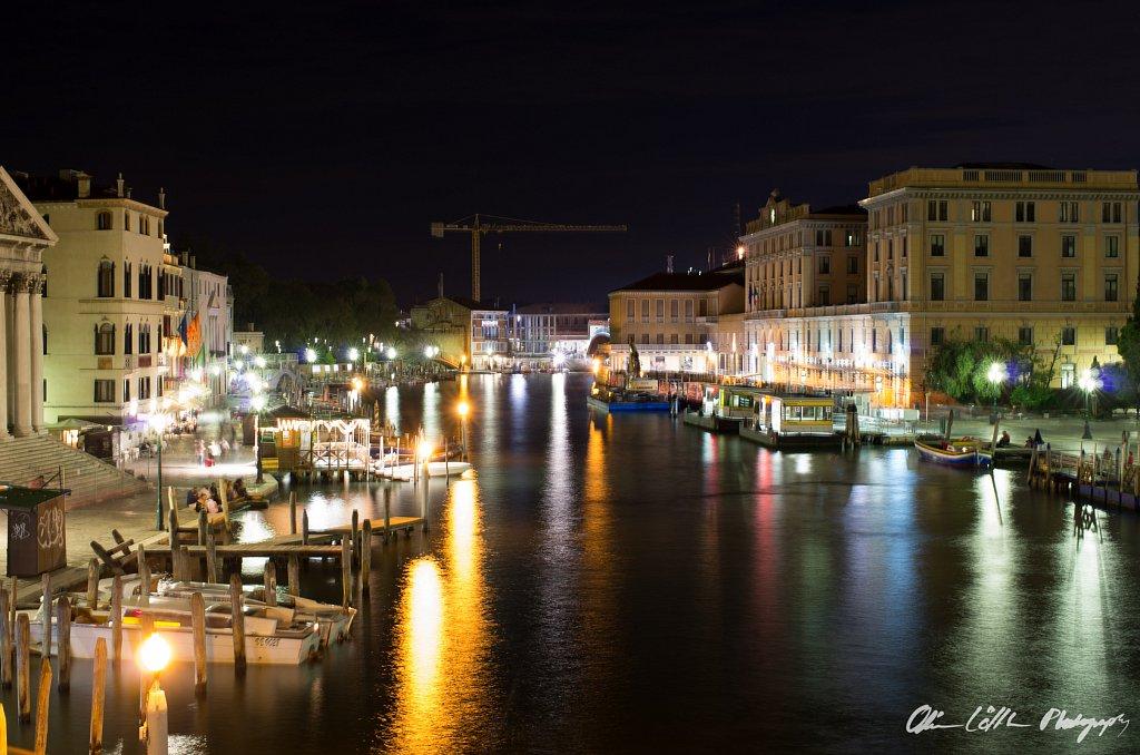 Blick auf den Kanal am Abend